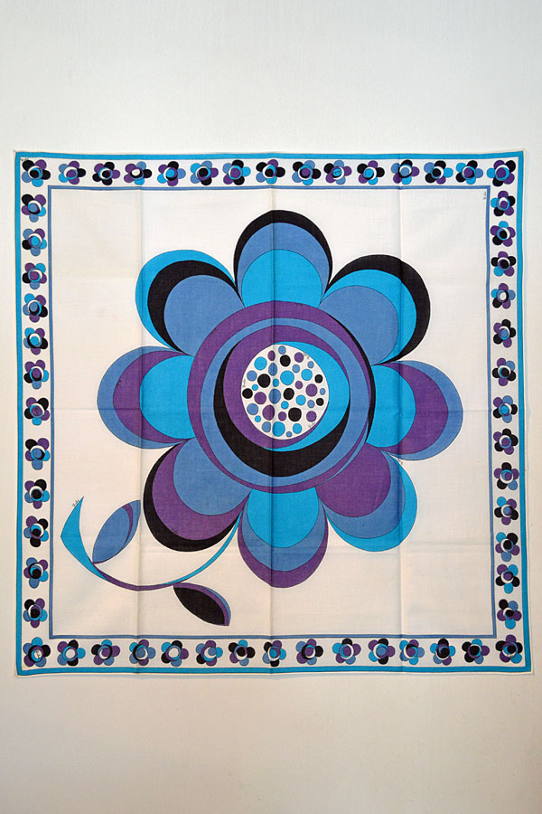 画像1: 1960'S〜70'S エミリオプッチ ヴィンテージスカーフ EMILIO PUCCI  Smiled Flower 大判コットン