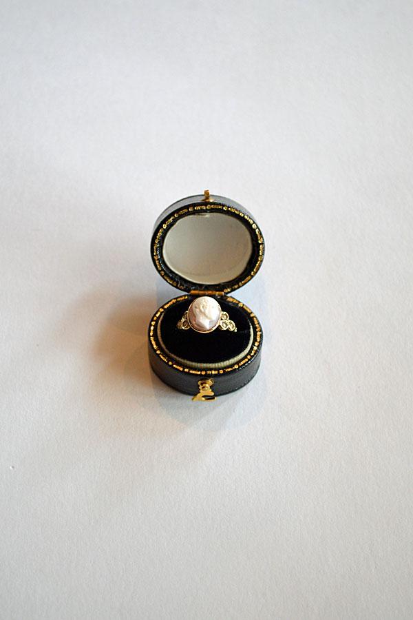 画像1: 1900'S Victorian Cameo Pearls Ring 18ct  アンティークカメオ リング